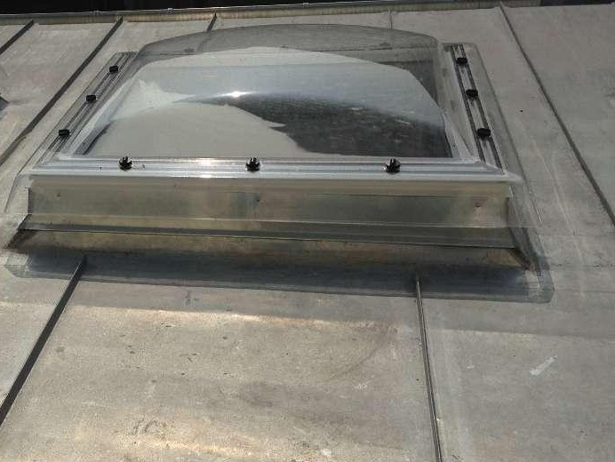 ld toiture pose fenetre de toit velux dans les alpes maritimes 06. Black Bedroom Furniture Sets. Home Design Ideas